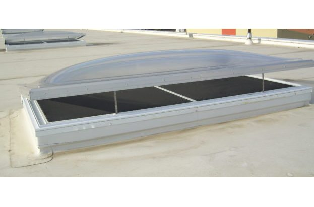 Electric venting skylight with aluminum curbs